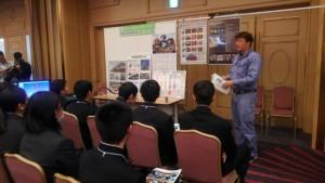 模型やパネルを使い鉄の優位性やFABの仕事を説明